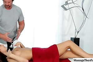 Sexy babe JoJo Kiss gets a relaxing full company kneading and rub cock with her sexy feet