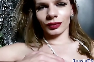 Bigtit russian tgirl masturbating on the vis-�-vis
