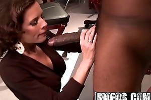 Dirty slattern (Veronica Avluv) needs some BBC - MOFOS